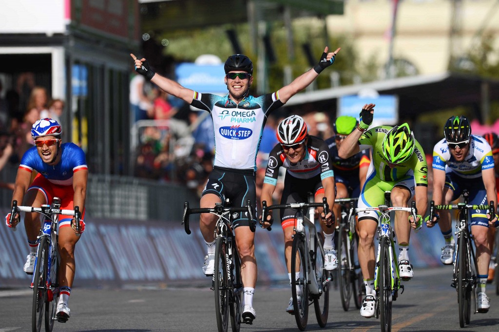 Photo: Cav's email inspires his team PHOTO: Tim De Waele .