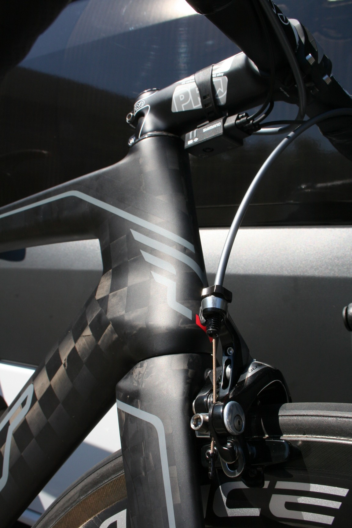 The fork crown is aerodynamically designed to help air flow over the head tube.